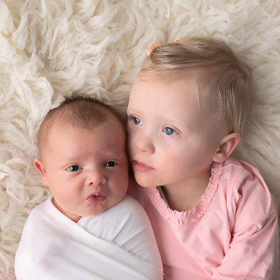 Newborn baby photography photo shoot. Photo with family / siblings.. Photographer of photo shoot is Cheryl Catton , Woking.
