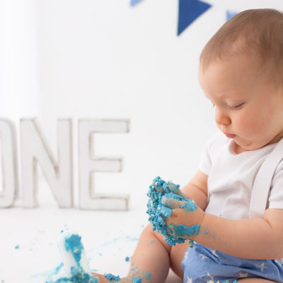 Cakesmash photo shoot. Milestone photography. First birthday photoshoot in Woking, Guildford photographer, Guildford Cake smash photographer, Guildford baby photographer